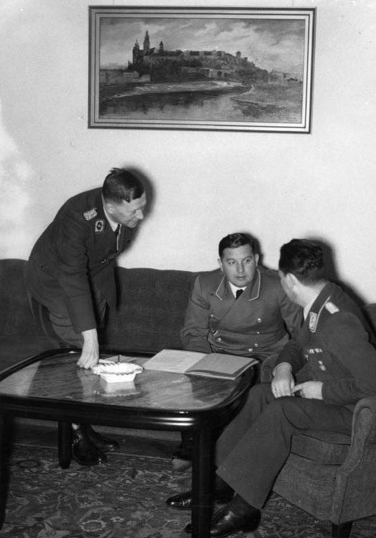 Йозеф Бюлер и Ханс Фран. Краков. 1941 г.