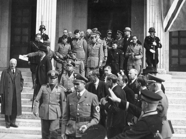 Рудольф Гесс и Бенито Муссолини. Мюнхен. 1938 г.