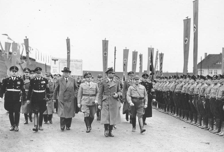 Рудольф Гесс на открытии каналов в Магдебурге. 1938 г.