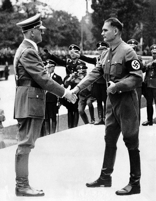 Рудольф Гесс и Адольф Гитлер. 1938г.