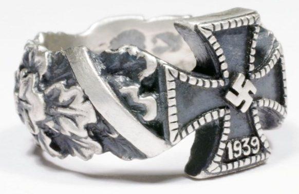 Персти военнослужащих с изображением крестов, изготовленные из серебра в 830-й пробы. На некоторых применялось чернение.