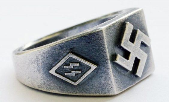 Перстни с крестами и двойной руной «Зиг» по сторонам щитка изготовлены из серебра 830-й пробы с применением чернения.