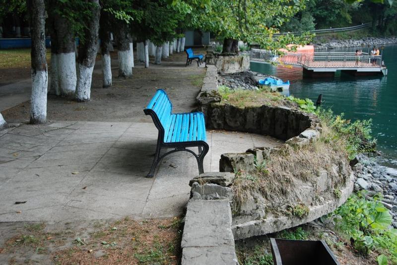Набережная у озера.