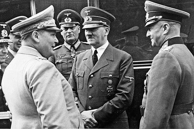 Герман Геринг, Адольф Гитлер и Вильгельм Кейтель. 1941 г.