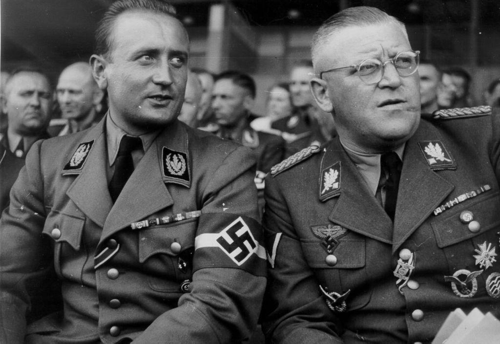 Артур Аксман на совещании. 1944 г.