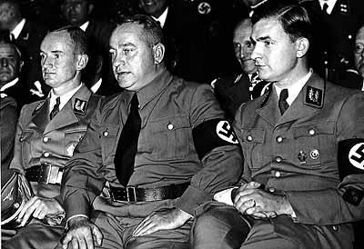 Йозеф Бюркель на собрании отрядов СА. 1938 г.