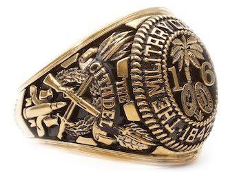 Кольцо выпускника военного училища в Южной Каролине.
