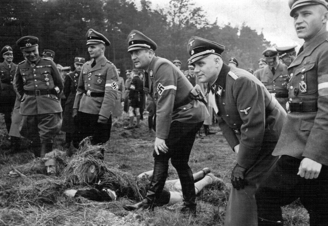 Артур Аксман во время соревнования Гитлерюгенд. 1945 г.
