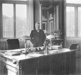 Йозеф Бюркель в рабочем кабинете. 1940 г.