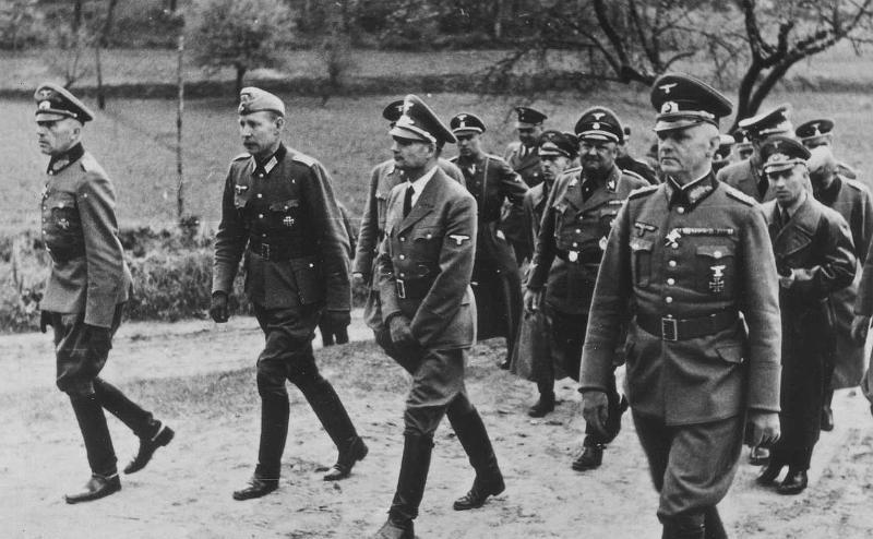 Рудольф Гесс на фронтне. Франция. 1940 г.