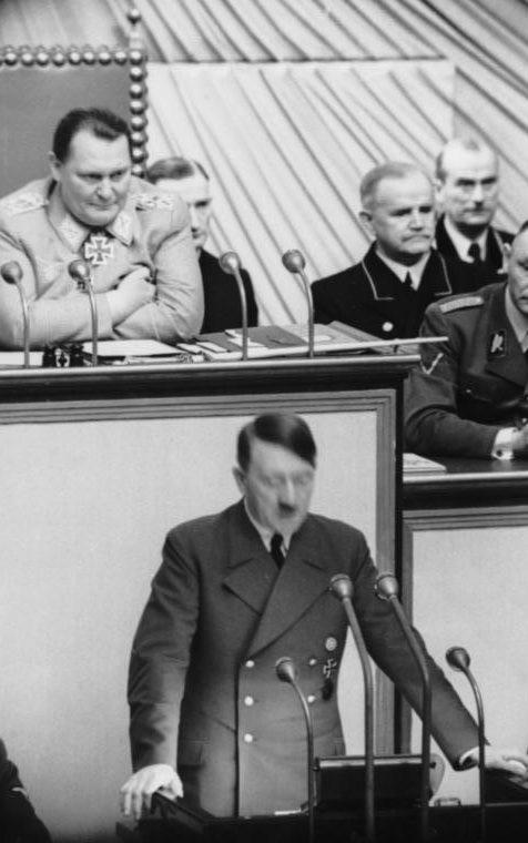 Герман Геринг председательствует на заседании Рейхстага. 1941 г.