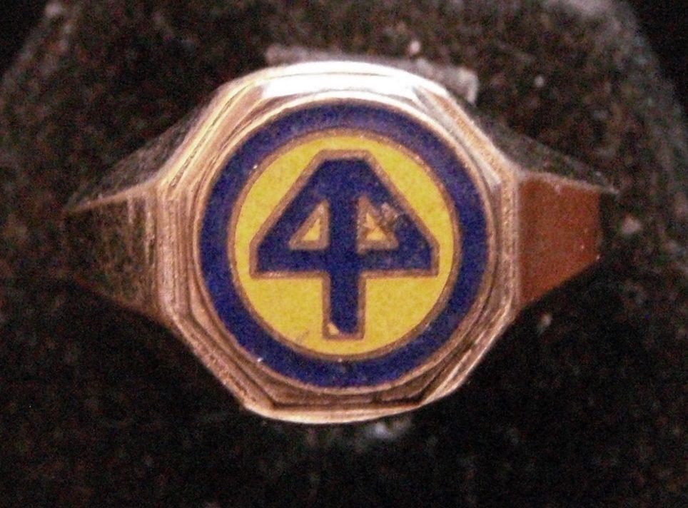 Латунное кольцо военнослужащего 44-й дивизии экспедиционных сил, изготовленные с применением цветной горячей эмали.
