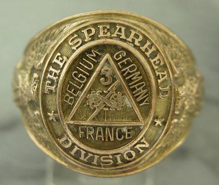 Кольцо военнослужащего 3-го танкового батальона изготовлено из золота.