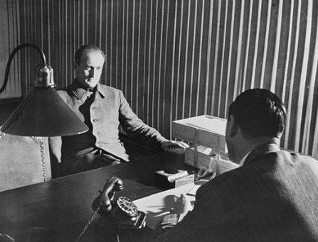 Артур Аксман на добросе в Нюрнберге. 1947 г.