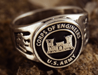 Кольцо корпуса инженерных войск, выполненное из серебра с применением чернения.