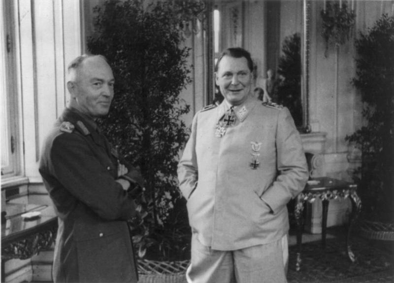 Герман Геринг и диктатор Ион Антонеску во время встречи в Бельведерском дворце. Вена. 1941 г.