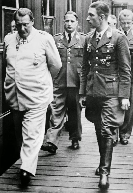 Герман Геринг и Вернер Молдерс. 1941 г.