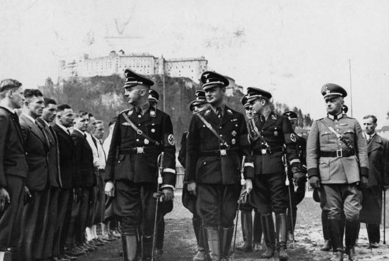 Карл Вольф и Генрих Гиммлер. Зальцбург. 1938 г.