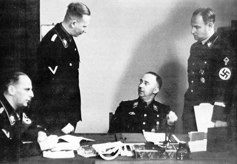 Карл Вольф, Вернер Лоренц, Рейнхард Хейдрич и Генрих Гиммлер. Берлин. 1938 г.