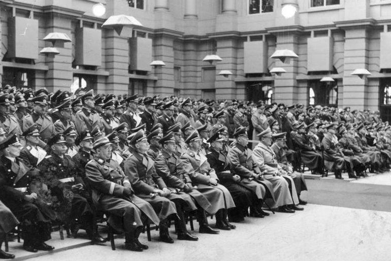 Герман Геринг на чествовании дня памяти погибших. 1943 г.