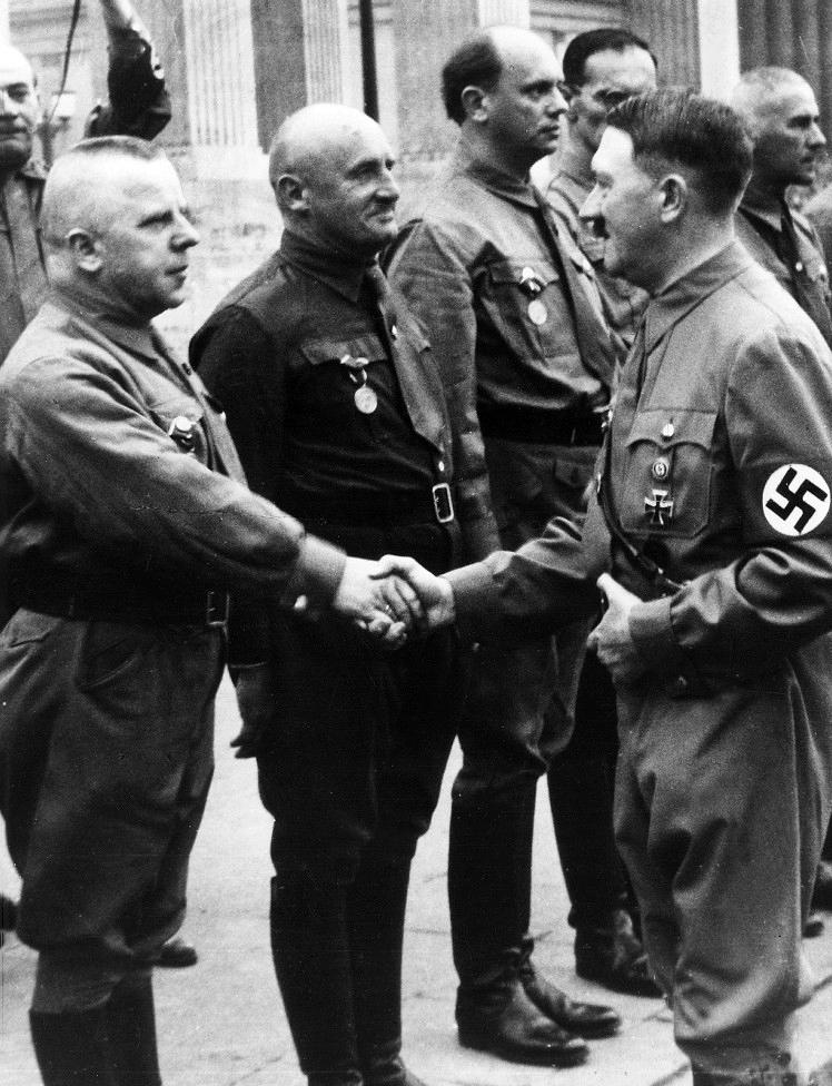 Макс Аман и Адоль Гитлер. 1937 г.