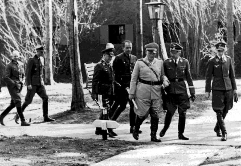 Герман Геринг и Генрих Гиммлер. Украина. 1943 г.
