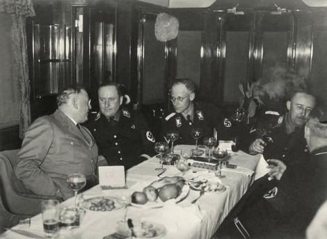 Герберт Баке в компании Генриха Гимлера. 1940 г.