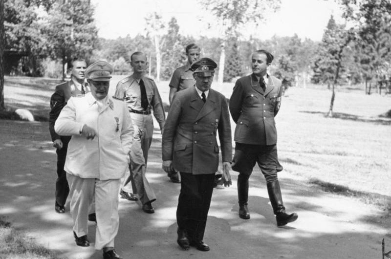 Герман Геринг, Адольф Гитлер и Альберт Шпеер. 1943 г.