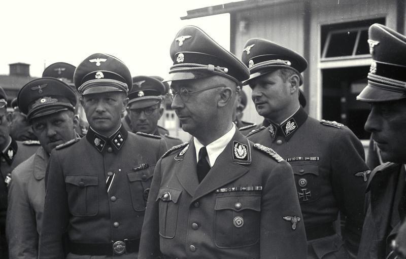 Карл Вольф во время визита в концлагерь Маутхаузен. 1941 г.