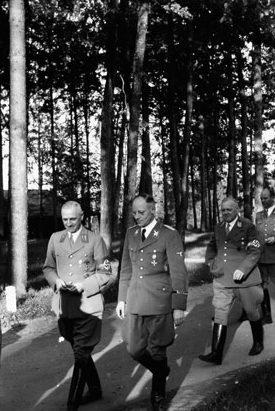 Герберт Баке и Карл Вейнрич в «волчьем логове». 1943 г.