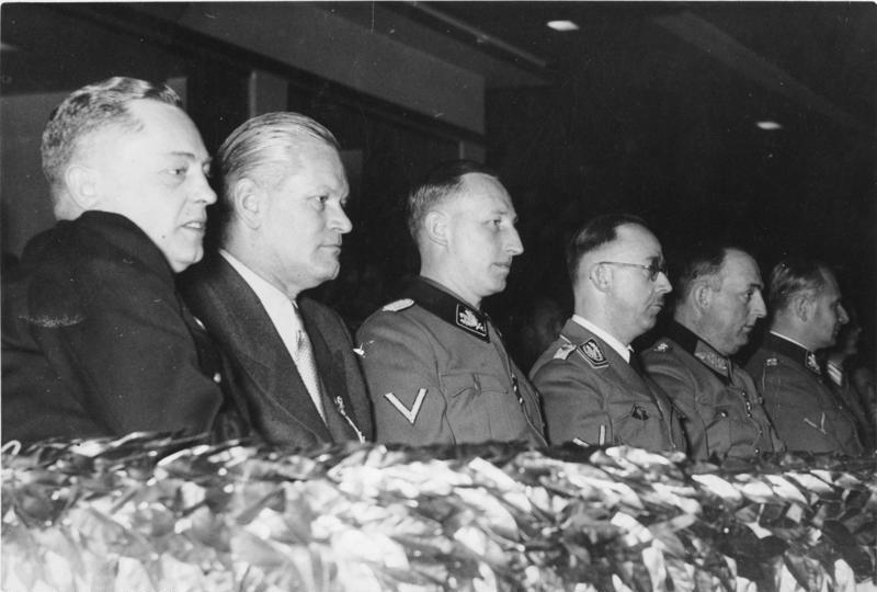 Карл Вольф во время торжеств ко дню немецкой полиции. Берлин. 1941 г.