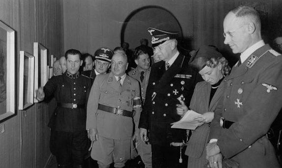 Герберт Баке на выставке. Берлин 1944 г.