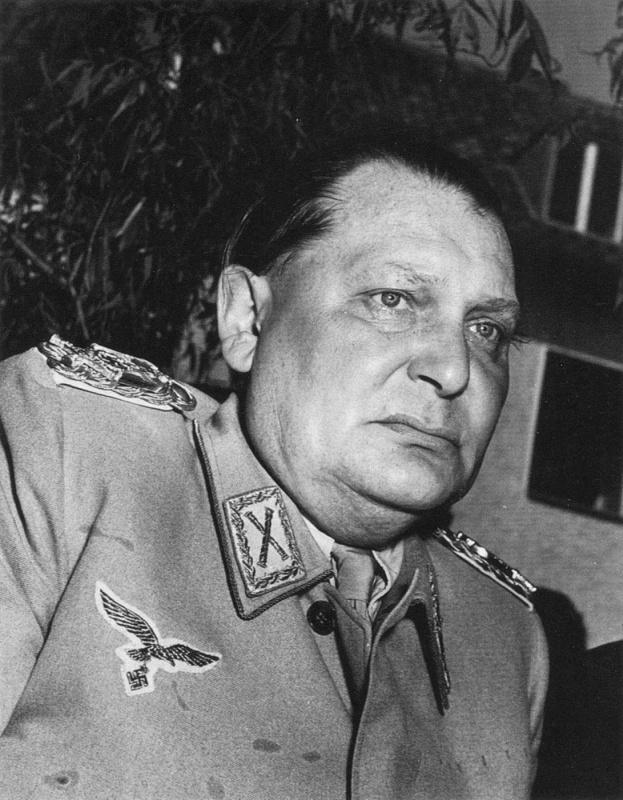 Герман Геринг под арестом проводит пресс-конференцию. Аугсбург. 1945 г.