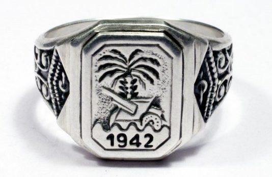 Памятный перстень «Немецкий Африканский Корпус 1942» изготовлен из серебра 835-ой пробы с применением чернения. На щитке надпись - «DAK-1942» с изображением пушки на фоне пальмы.