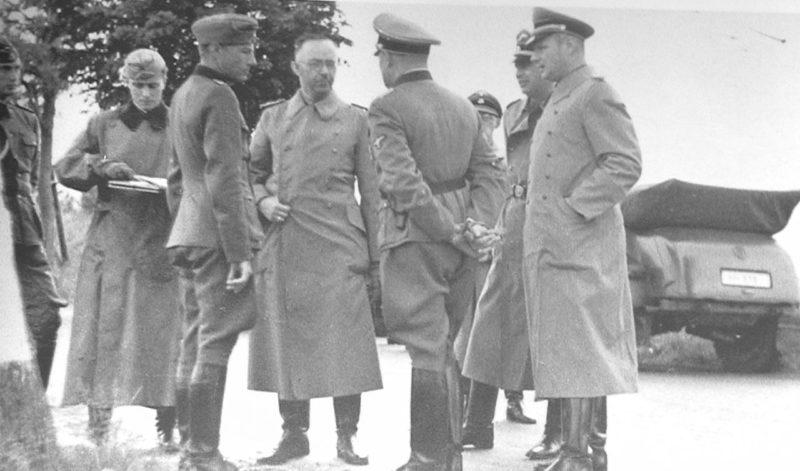 Карл Вольф сопровождает Генриха Гимлера в поездке на Восточный фронт. Гродно. 1941 г.
