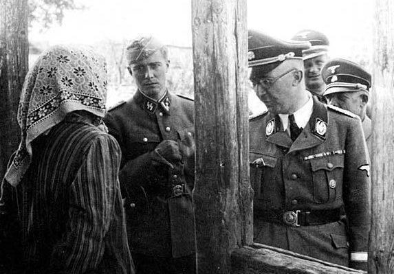 Карл Вольф сопровождает Генриха Гимлера в поездке на Восточный фронт. Люблин. 1941 г.