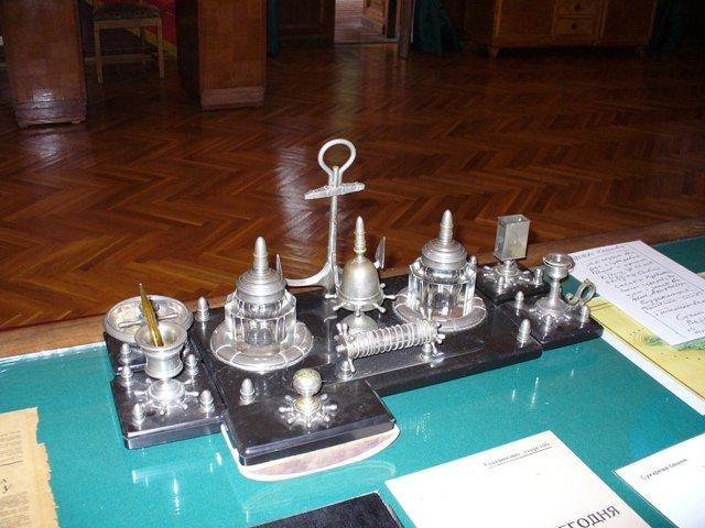 Письменный серебряный набор, подаренный Сталину Мао Цзе-дуном во время визита на дачу.