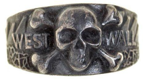 Наградное кольцо с надписью «West Wall» (Западный вал). Выполнено из серебра 835-ой пробы.