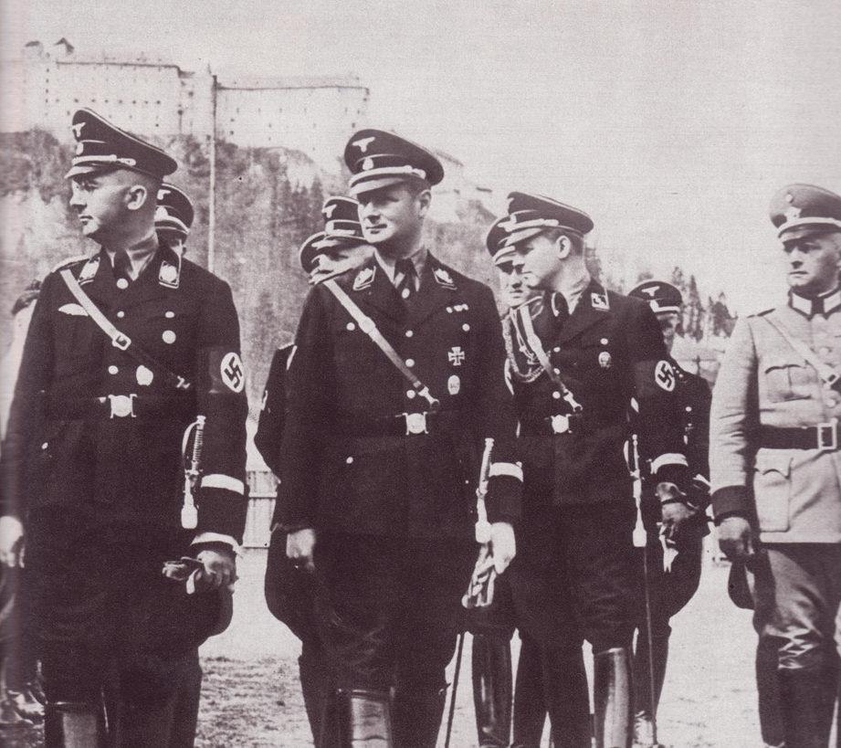 Карл Вольф и Генрих Гиммлер во время инспекции концлагеря. 1942 г.