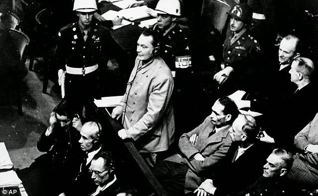 Герман Геринг выступает на Нюрнбергском процессе. 1946 г.