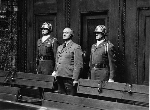 Кристиан Бергер Готтлоб на судебном процессе. Нюрнгбер. 1949 г.