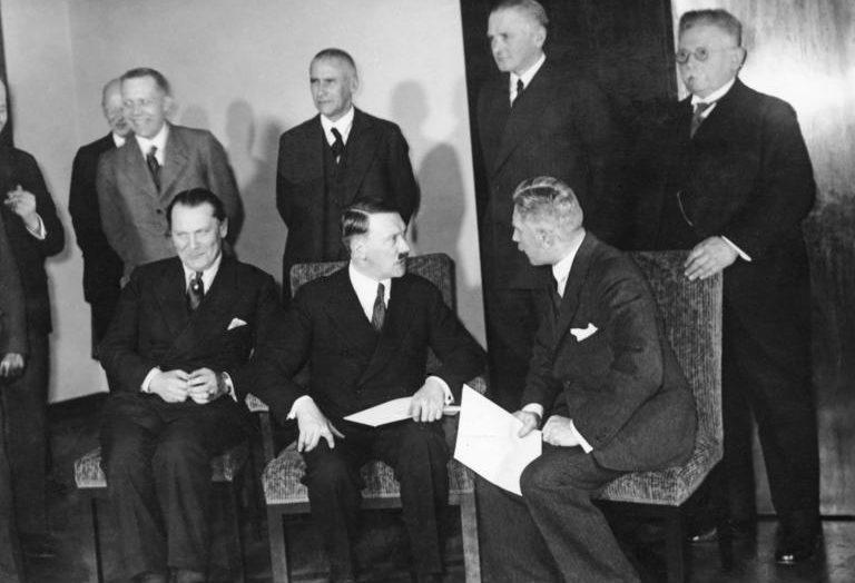 Герман Геринг с первым составом кабинета министров Гитлера. 1933 г.