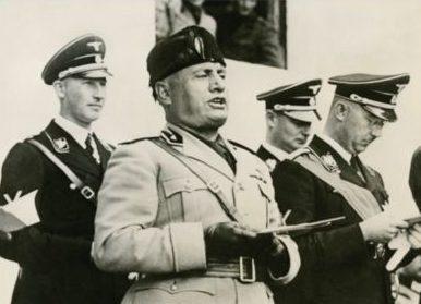 Карл Вольф, Рейнхард Гейдрих, Генрих Гиммлер и Бенито Муссолини. 1942 г.