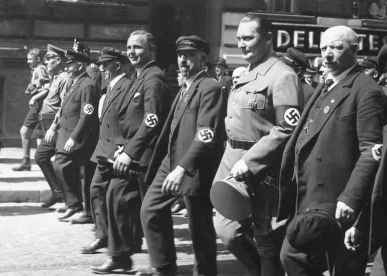 Герман Геринг на первомайской демонстрации. 1934 г.