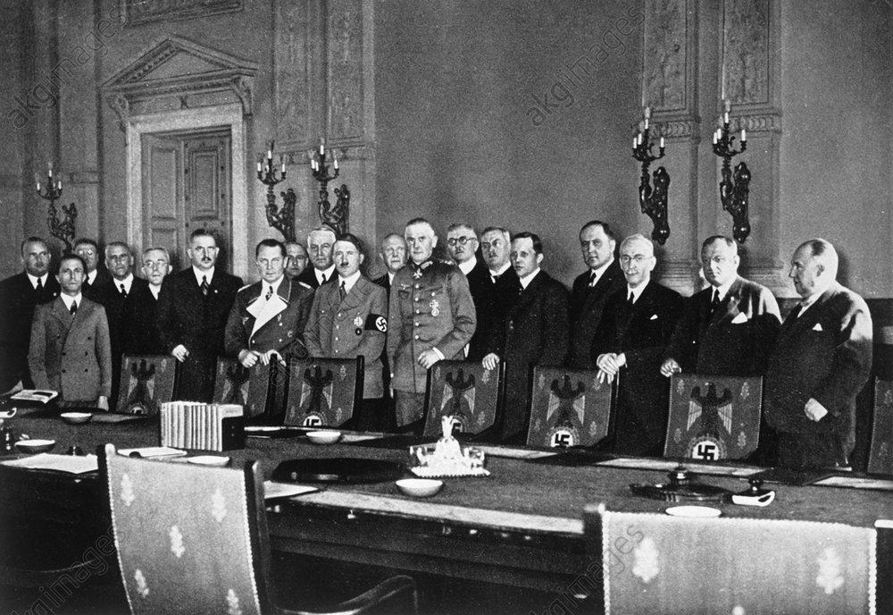 Руст Бернгард и члены кабинета министров Гитлера. 1935 г.