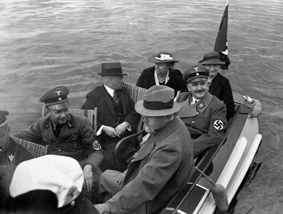 Руст Бернгард и Артур Менг на речной прогулке. Ганновер.1936 г.