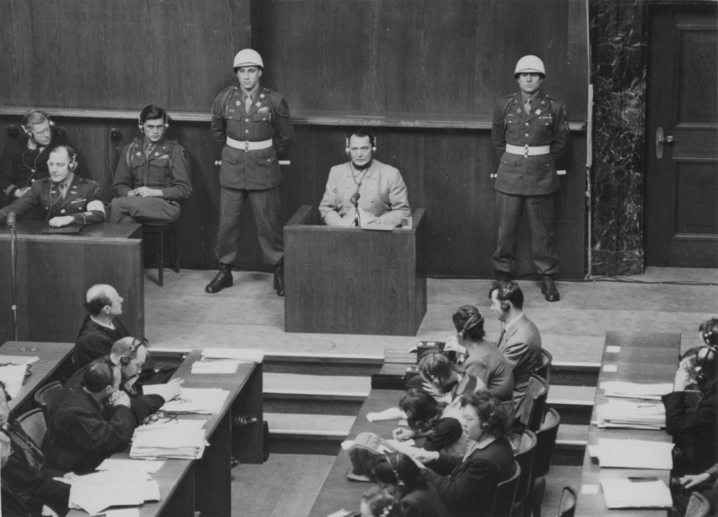 Герман Геринг выступает во время Нюрнбергского процесса. 1946 г.