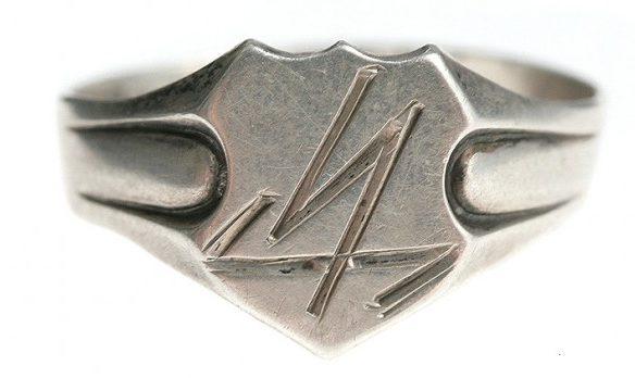 Перстни и кольца с рунами изготовлены из серебра 835-й пробы с применением чернения.