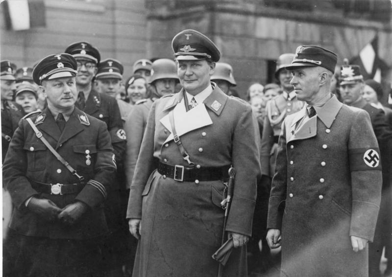Герман Геринг на церемонии инавгурации обер-бургомистра Потсдама. 1934 г.