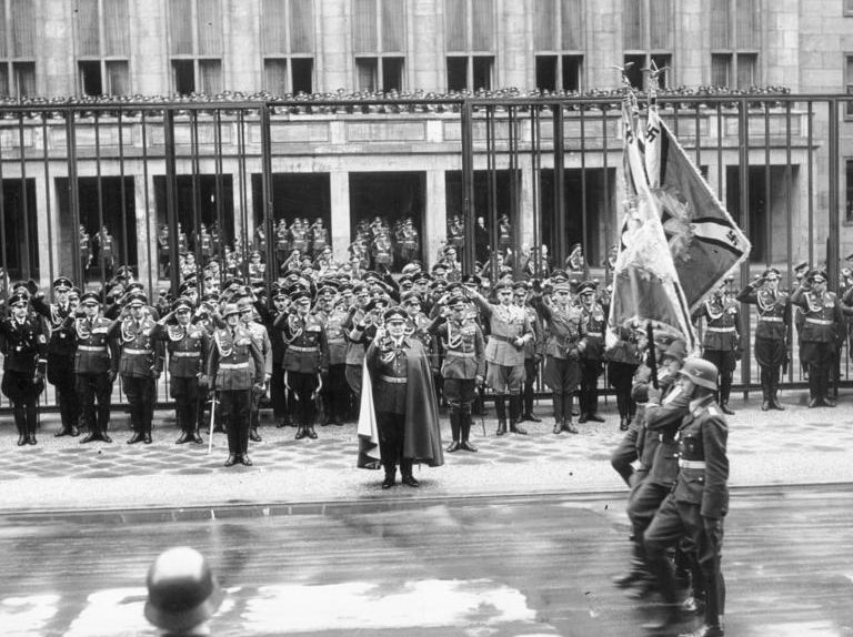 Руст Бернгард на параде в честь ВВС. Берлин. 1938 г.